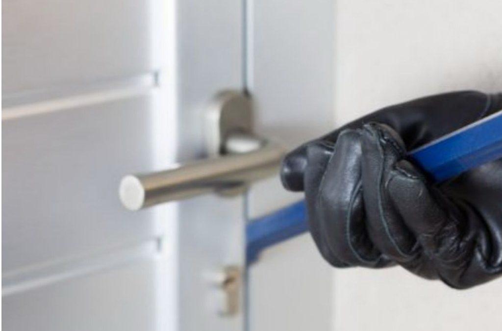 Bagaimana Cara Membuat Pintu Rumah Anti Dibobol Maling ?